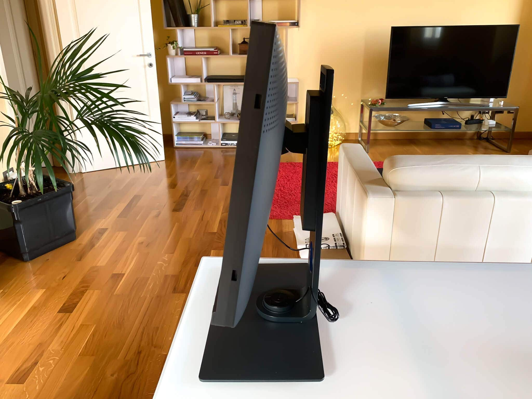 5 Francesco Gola BenQ SW271 Monitor Display 4K Unboxing Overview